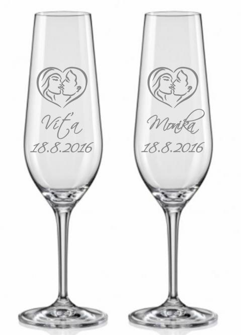 Svatební skleničky se snoubenci